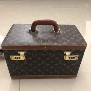 Vintage LV Makeup trunk/luggage🌻